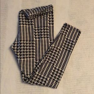 Pants - Buttery soft Houndstooth Leggings